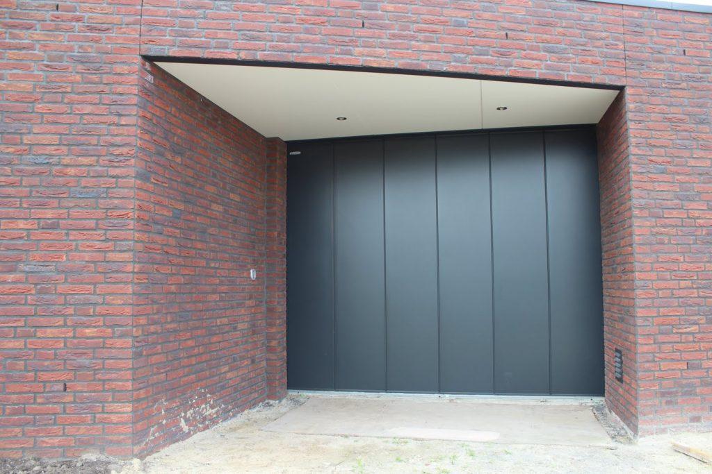 Zijwaarts schuivende garagedeur degelijk en modern for Brabant deur